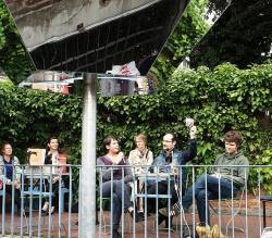 """Der Jajaverlag zu Gast in der """"Stiege"""" in Ulm: Annette Köhn, Joachim Brandenberg und Florian L. Arnold (Moderation), Foto: Schoell"""