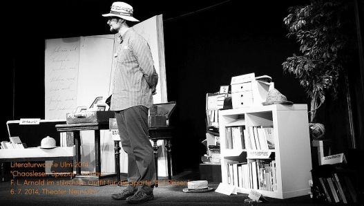 Chaoslesen am 6. Juli 2014 im Theater neu-Ulm - absurde Kopfbedeckungen und Giftschrankeskapaden inklusive.
