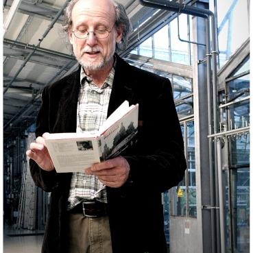 """Montag, 25.05.15, 19.30 Uhr: Lesung der Literaturreihe im Botanischen Garten. IM OSTEN (Termin 2). Literaturgast Josef Feistle liest aus seinem """"Moskau""""-Buch. Foto: Dietmayr, 2015"""