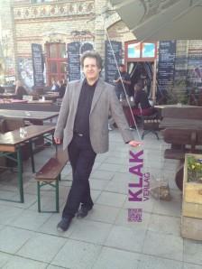 Jörg Becken ist Verleger des Klak-Verlages in Berlin - und arbeitet als Sachbuchautor und Kulturwissenschaftler.