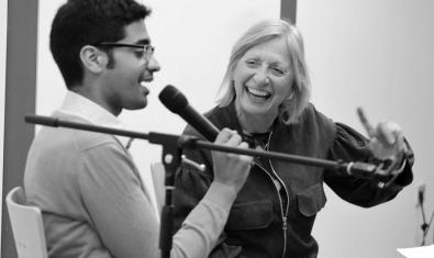 Konnten gut miteinander: Autor und ZEIT-Mitarbeiter Mohamed Amjahid und Moderatorin Dr. Dagmar Engels, vH Ulm. Foto: Häckert.