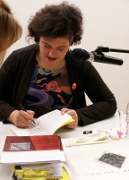 Autogrammstunde mit Nora Gomringer in der Museumsgesellschaft Ulm, 20. April 2016. Foto: F. L. Arnold