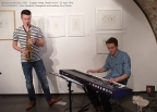 """Das """"Duo Kurzweil"""" spielte lässige Jazzstandards zum Verlagsabend mit Guggolz - viel Applaus für Julius Wunderle und Jonathan Frey. Foto: F. L. Arnold"""