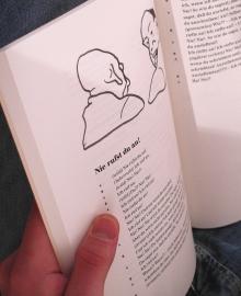 """Ein Blick ins Buch """"Fabelhafte Gespräche"""" von Tilman Lehnert, Klak-Verlag. (Foto: Arnold)"""