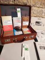Büchertisch zur Eröffnung der Ausstellung THIS IS A LIE mit Einar Turkowski und den Connor Brothers. Foto: Arnold